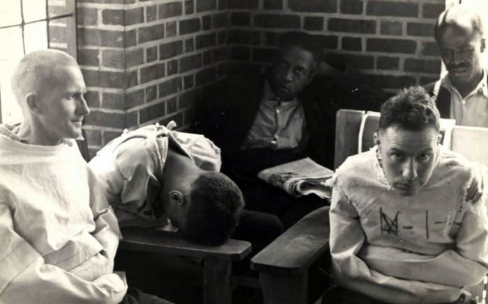 insane-asylum-dayroom