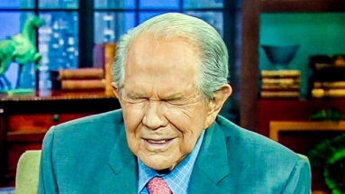 Pat-Robertson-eyes-shut